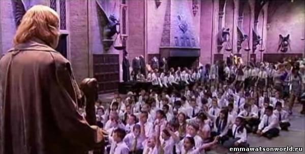 Школьное собрание в Большом зале Хогвартса